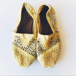 Toms yellow Moroccan crochet